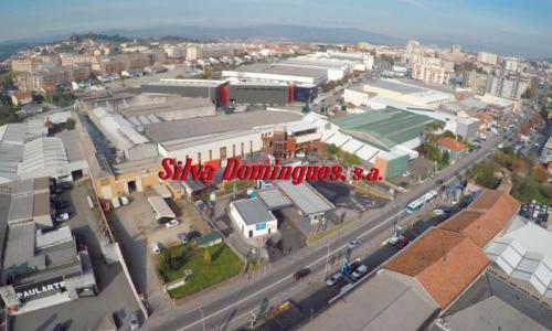 Foto aérea do armazém e escritórios central