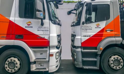 Viaturas de distribuição de gás Repsol
